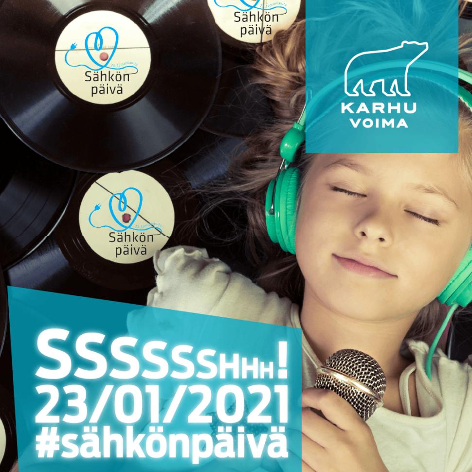 Tyttö makaa LP-levyjen päällä silmät kiinni ja kuuntelee musiikkia kuulokkeista.