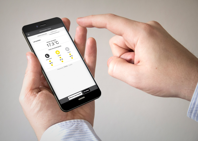 Mies ohjaa tempo-tuotteen avulla lämmitystä älypuhelimen avulla